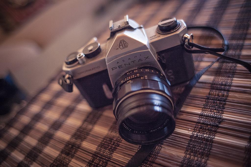 Lensa mount M42, bisa dipasang di DSLR Canon dengan adaptor